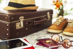 准备好假期手提箱,假日概念 免版税库存图片