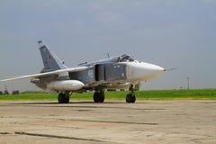 准备好军事的喷气式歼击机飞行 免版税库存照片