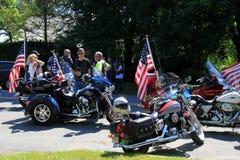 准备好几个的摩托车和的车手7月4日游行,萨拉托加斯普林斯,纽约, 2016年 免版税库存照片