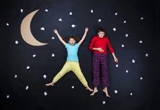 准备好可爱的孩子夜睡眠 库存图片