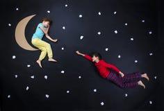 准备好可爱的孩子夜睡眠 免版税库存图片