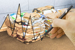准备好堆的纸和的纸板被回收-概念ima 库存图片
