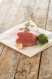 准备好未加工的猪肉烹调 免版税库存图片