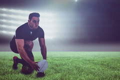 准备好橄榄球球员的综合的图象踢球和3d 库存图片