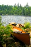 准备好独木舟的portage 免版税库存图片