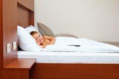 准备好的孩子在卧室睡觉 免版税库存图片