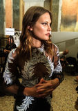准备好的模型后台在弗朗切斯科斯科尼亚米利奥展示期间作为米兰时尚星期一部分 库存图片