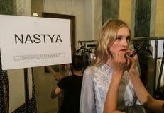 准备好的模型后台在弗朗切斯科斯科尼亚米利奥展示期间作为米兰时尚星期一部分 库存照片
