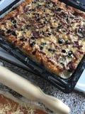 准备好的薄饼 在烤板的谎言 在视图之上 图库摄影