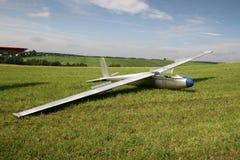 准备好的滑翔机飞行 免版税库存图片