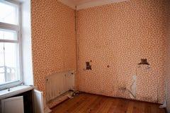 准备好被放弃的房子爆破 免版税库存照片