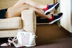 准备好训练 女性脚的概念在wor以后的 库存照片