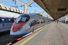 准备好Sapsan的火车从莫斯科离去 免版税图库摄影