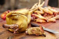 准备室外的鸡 免版税库存照片
