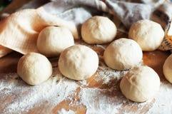 准备小圆面包面包 土气样式 自创增殖比的成份 库存照片