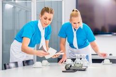 准备工作午餐的承包餐食者 免版税库存图片