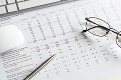 准备平均销售报告 免版税库存照片
