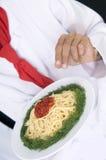 准备意粉的主厨 免版税图库摄影