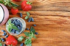 准备戒毒所的有用的莓果 免版税库存图片