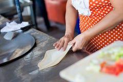 准备泰国roti薄煎饼 库存图片