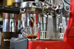 准备浓咖啡 库存图片