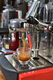 准备浓咖啡 免版税库存照片