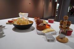 准备的乳酪盛肉盘看法  图库摄影