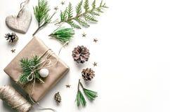 准备的圣诞节构成新年 礼物包装  介绍的圣诞节背景  图库摄影