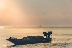 准备的渔夫运输动物水 库存图片