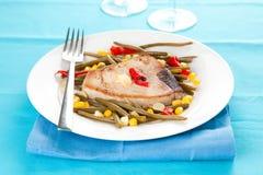 准备的牛排金枪鱼蔬菜whith 免版税库存图片