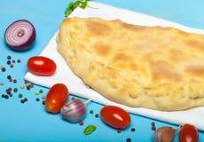 准备的薄饼用被熔炼的乳酪 定调子 免版税库存照片
