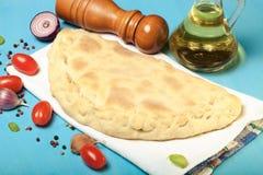 准备的薄饼用被熔炼的乳酪 定调子 免版税库存图片