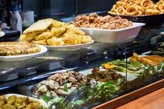 准备的食物摊位 免版税图库摄影