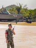 准备皇家泰国海军,梭桃邑海军基地,春武里市,泰国的军事游行海军陆战队员 库存图片