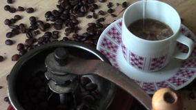 准备磨咖啡器,咖啡豆 股票录像