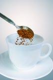 准备速溶咖啡 免版税库存照片