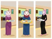 准备食物的阿拉伯夫人 免版税图库摄影