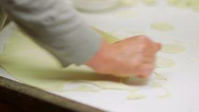 准备饺子的女性手 股票录像