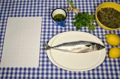 准备鲭鱼-食谱纸 免版税图库摄影