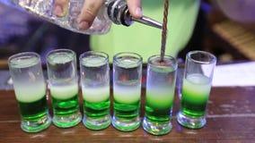 准备鸡尾酒绿色墨西哥人 股票视频