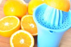 准备100%橙汁 免版税库存图片