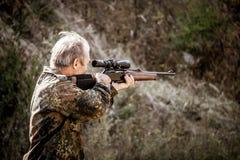 准确猎人 狩猎期的开头 免版税库存图片
