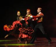 凉快的女孩这西班牙斗牛舞蹈这奥地利的世界舞蹈 免版税库存照片