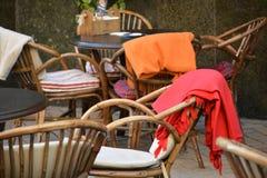 凉快的秋天,舒适咖啡馆 免版税库存图片