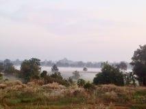 凉快的薄雾早晨 玛哈Sarakham,泰国 免版税库存照片