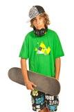 凉快的青少年的举行的shaketeboard 免版税图库摄影