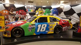 凉快的M&M赛车在M&M商店在拉斯维加斯 库存照片