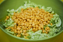 凉拌卷心菜和玉米 库存照片