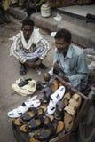 凉鞋在街道上的待售 库存照片