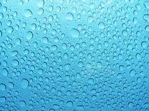 凉水小滴,下落,泡影 免版税图库摄影